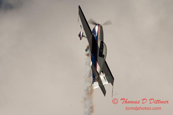 542 - Michael Vaknin in his Extra 300 perform at Wings over Waukegan 2012