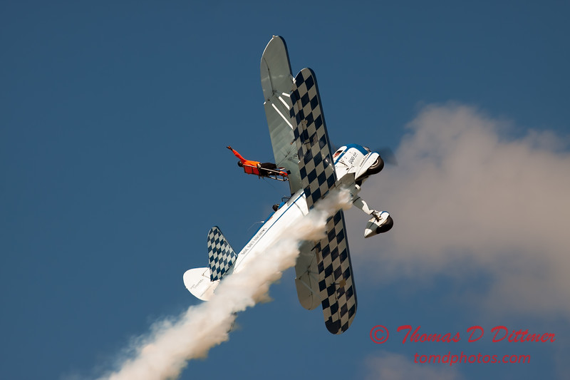 1002 - Wingwalker Tony Kazian and Dave Dacy perform at Wings over Waukegan 2012