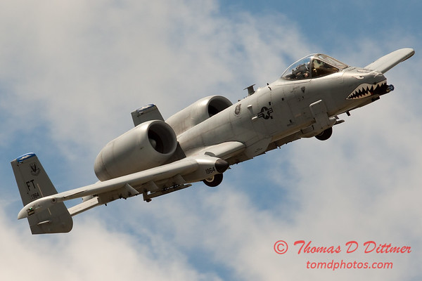 741 - A-10 East performs at Wings over Waukegan 2012