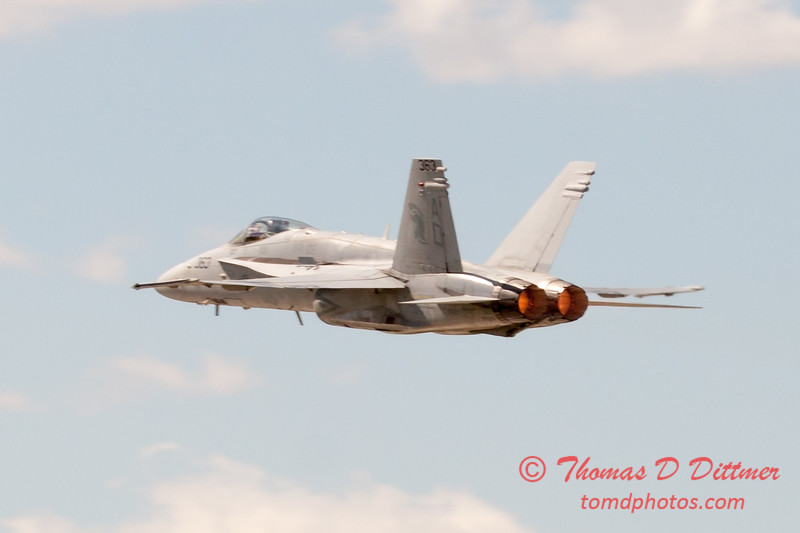 1113 - VFA 106 Hornet East F/A-18 performing at Wings over Waukegan 2012