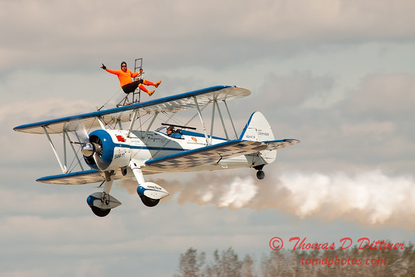 1024 - Wingwalker Tony Kazian and Dave Dacy perform at Wings over Waukegan 2012