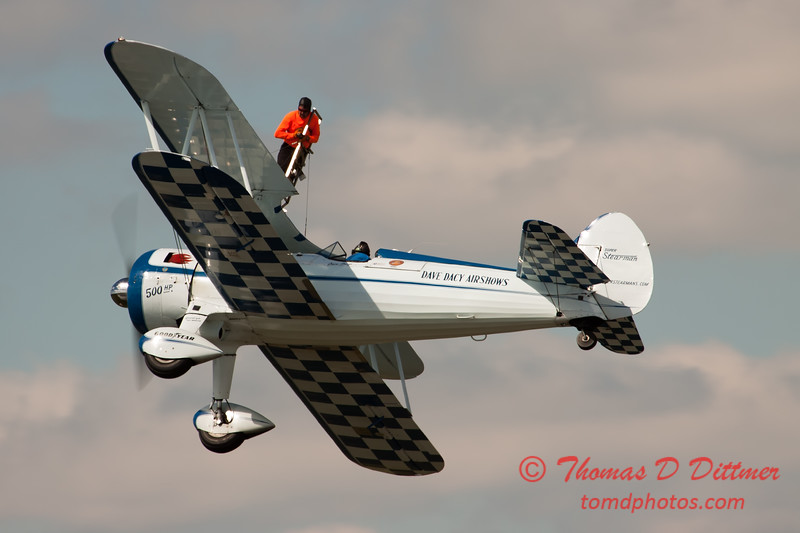 1033 - Wingwalker Tony Kazian and Dave Dacy perform at Wings over Waukegan 2012
