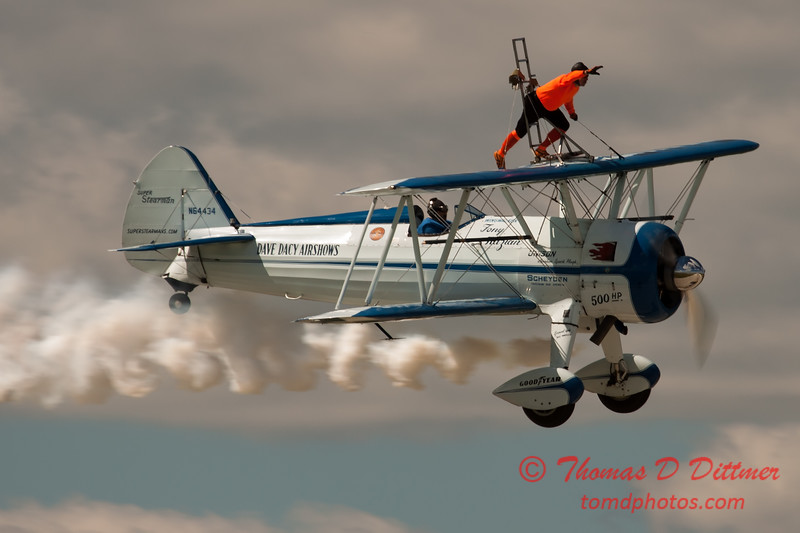 1016 - Wingwalker Tony Kazian and Dave Dacy perform at Wings over Waukegan 2012