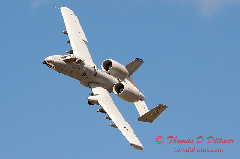 698 - A-10 East performs at Wings over Waukegan 2012
