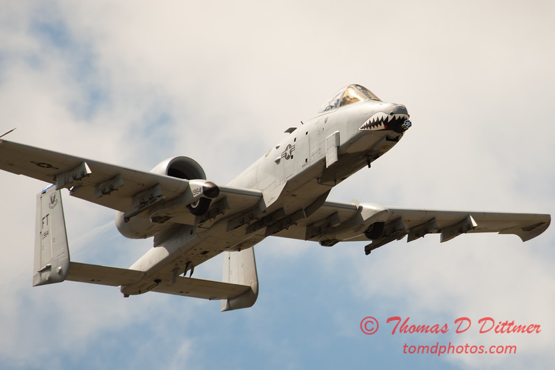 820 - A-10 East flies by Wings over Waukegan 2012