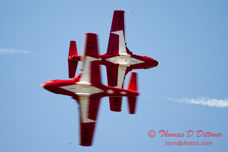 1528 - The RCAF Snowbirds performance at Wings over Waukegan 2012