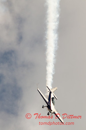 537 - Michael Vaknin in his Extra 300 perform at Wings over Waukegan 2012