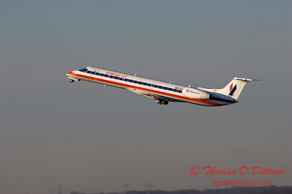 American Eagle E145 departing Peoria Illinois