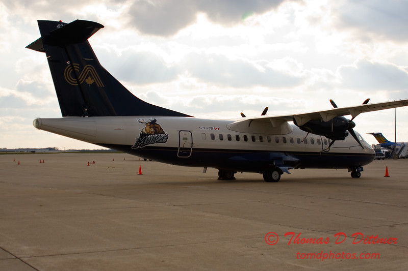 Calm Air ATR 42 - 300 - Byerly Ramp - Greater Peoria Regional Airport - Peoria Illinois - December 3rd 2009 - 16