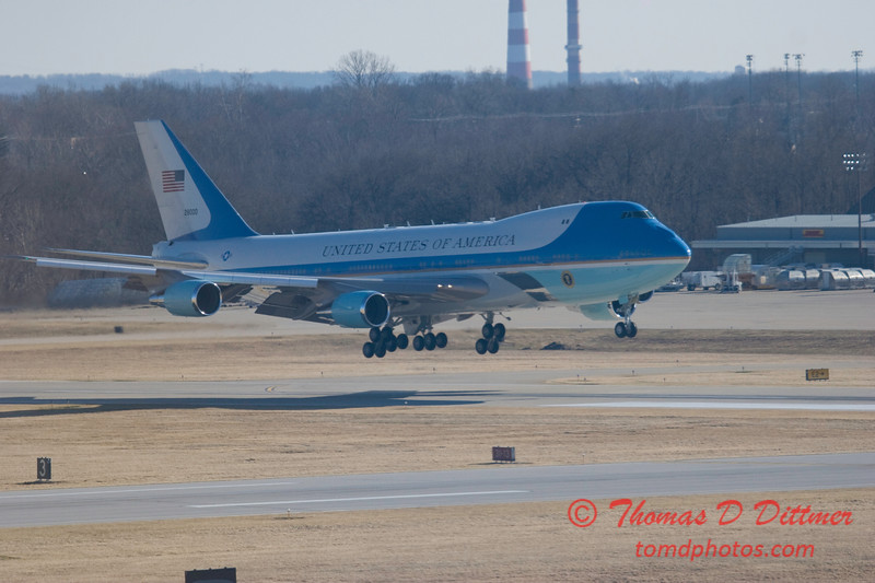 Air Force 1 arrives at General Wayne A Downing Peoria International Airport - February 12 2009 - 7