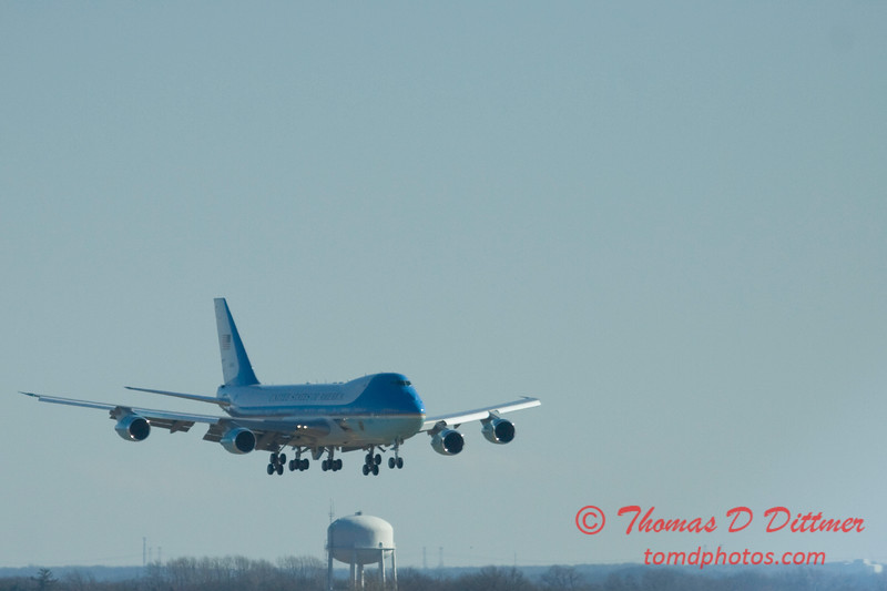 Air Force 1 arrives at General Wayne A Downing Peoria International Airport - February 12 2009 - 6