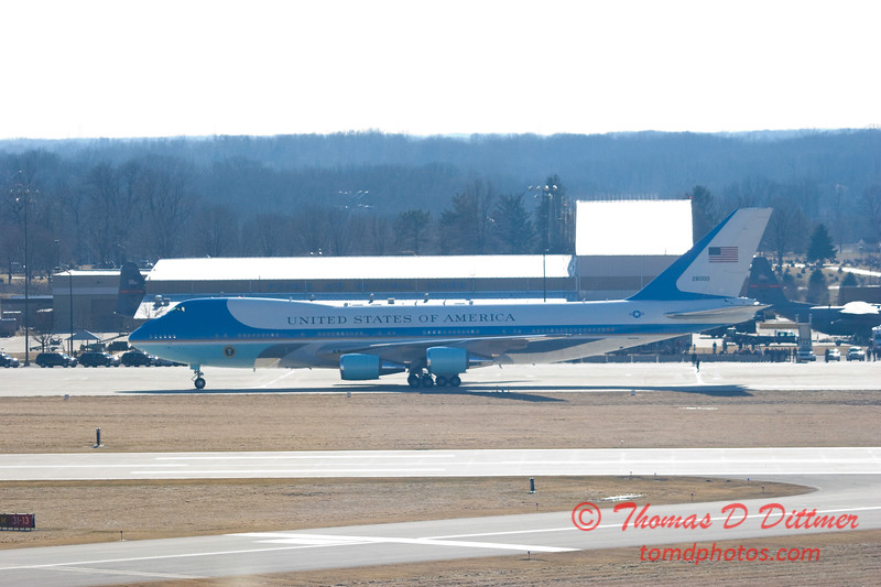 Air Force 1 arrives at General Wayne A Downing Peoria International Airport - February 12 2009 - 38