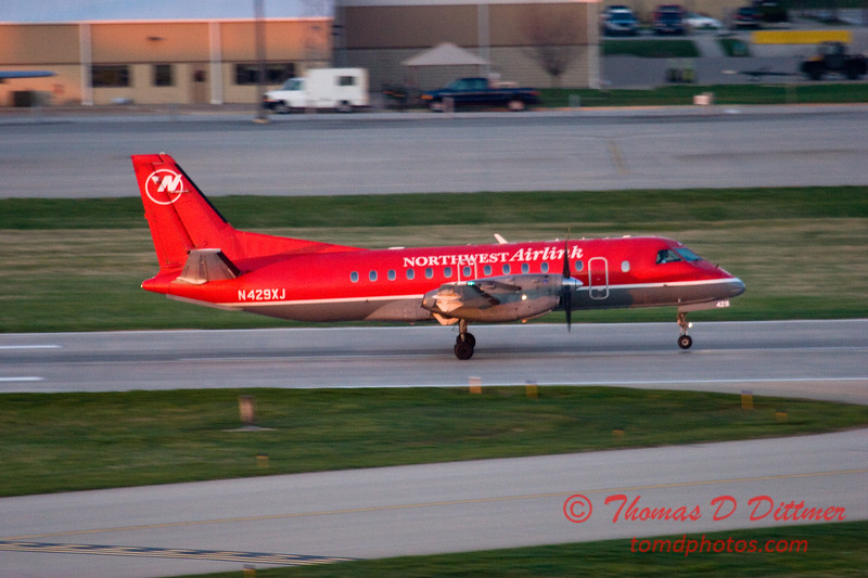Northwest Airlink SF34 departing Peoria Illinois