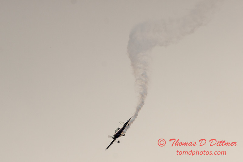 508 - Michael Vaknin in his Extra 300 perform at Wings over Waukegan 2012
