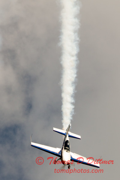 536 - Michael Vaknin in his Extra 300 perform at Wings over Waukegan 2012
