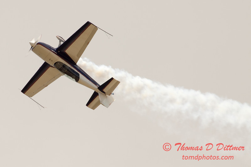651 - Michael Vaknin in his Extra 300 performs at Wings over Waukegan 2012
