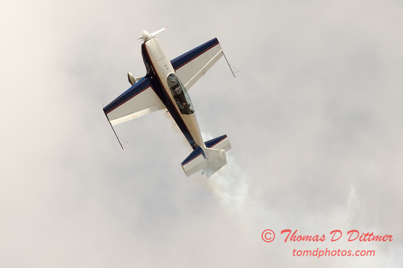 659 - Michael Vaknin in his Extra 300 performs at Wings over Waukegan 2012
