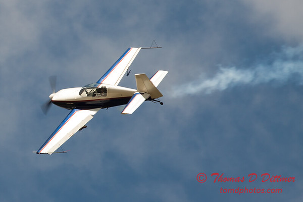 678 - Michael Vaknin in his Extra 300 performs at Wings over Waukegan 2012