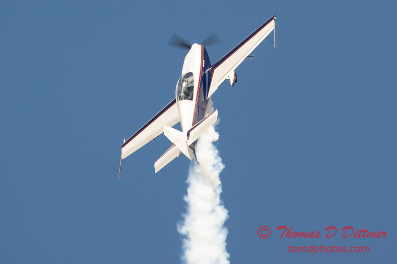 580 - Michael Vaknin in his Extra 300 perform at Wings over Waukegan 2012