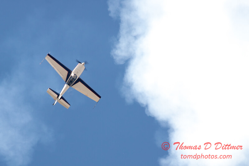 558 - Michael Vaknin in his Extra 300 perform at Wings over Waukegan 2012