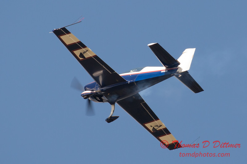 507 - Michael Vaknin in his Extra 300 perform at Wings over Waukegan 2012