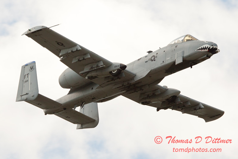 843 - A-10 East flies by Wings over Waukegan 2012