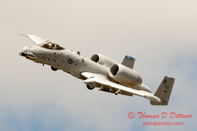700 - A-10 East performs at Wings over Waukegan 2012