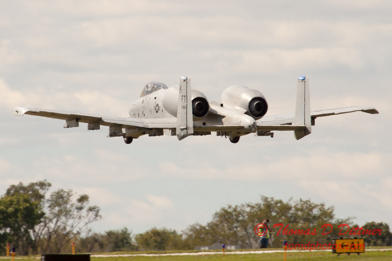 687 - A-10 East performs at Wings over Waukegan 2012