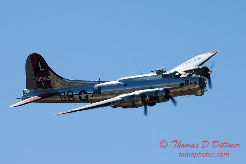 598 - B17 Flying Fortress Fly By at the South East Iowa Air Show in Burlington Iowa