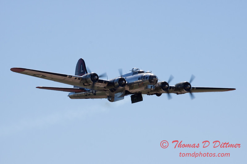 539 - B17 Flying Fortress Fly By at the South East Iowa Air Show in Burlington Iowa