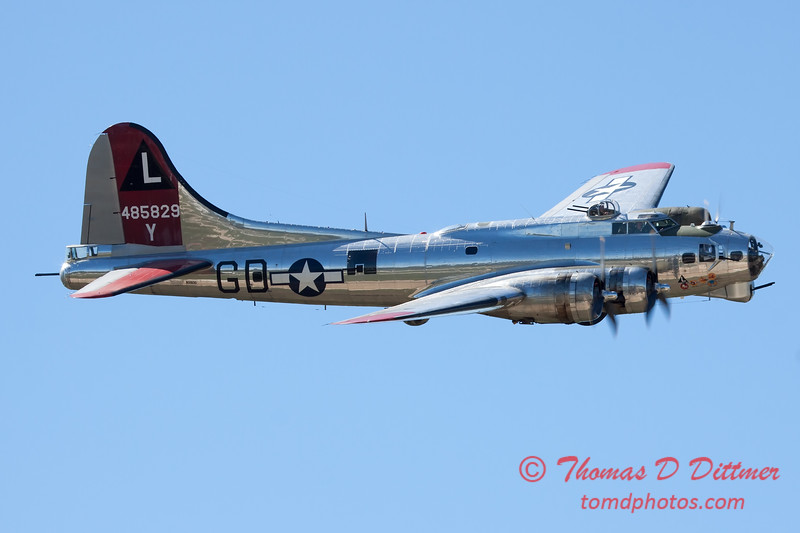 601 - B17 Flying Fortress Fly By at the South East Iowa Air Show in Burlington Iowa