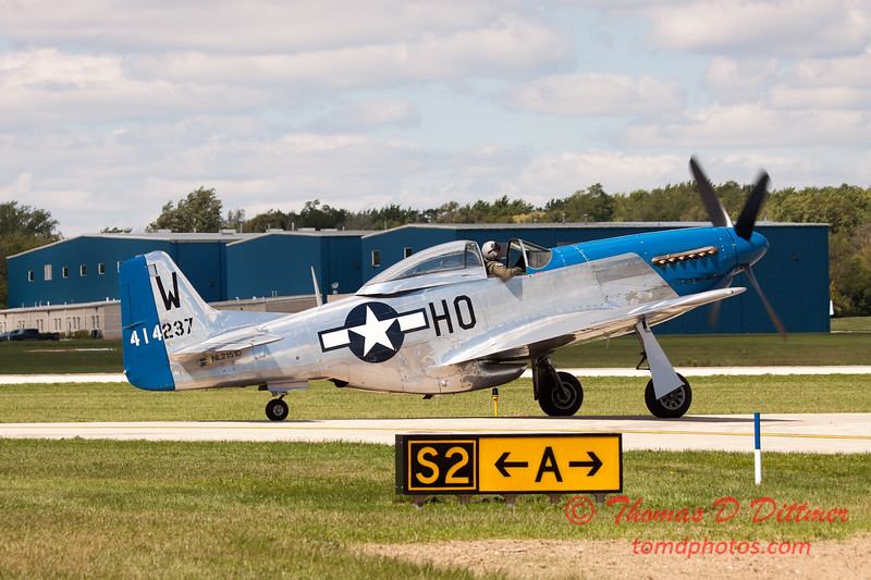 950 - Vlado Lenoch and his P-51 returns to earth at Wings over Waukegan 2012