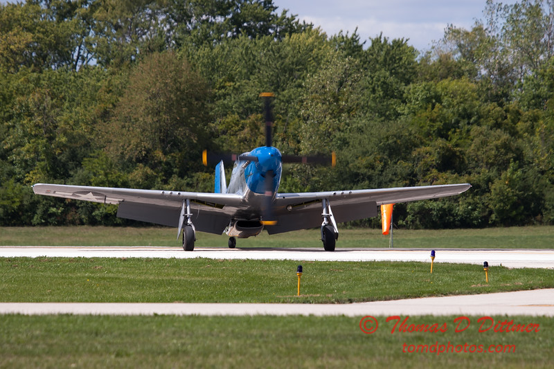 933 - Vlado Lenoch and his P-51 returns to earth at Wings over Waukegan 2012