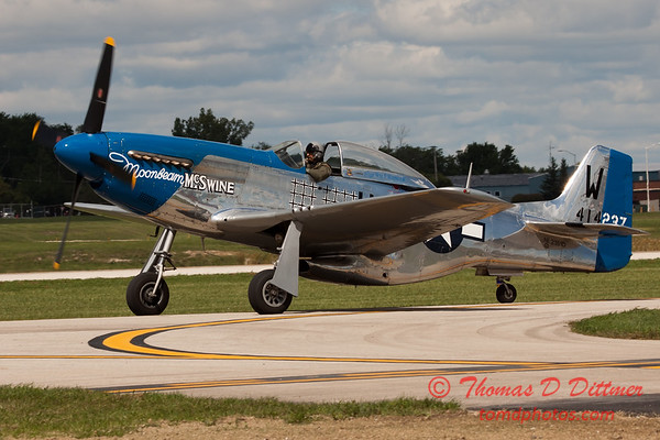 611 - Vlado Lenoch in his P-51 Mustang taxies for departure at Wings over Waukegan 2012