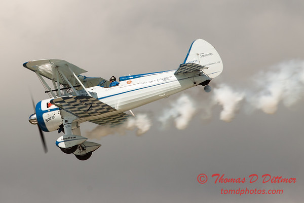134 - Dave Dacy in his Boeing PT-17 Stearman perform at Wings over Waukegan 2012
