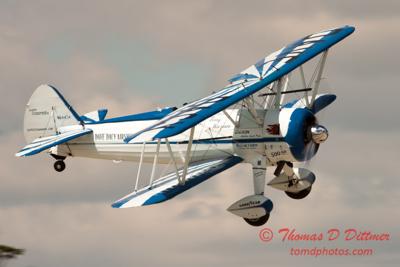187 - Dave Dacy and his Boeing PT-17 Stearman perform at Wings over Waukegan 2012