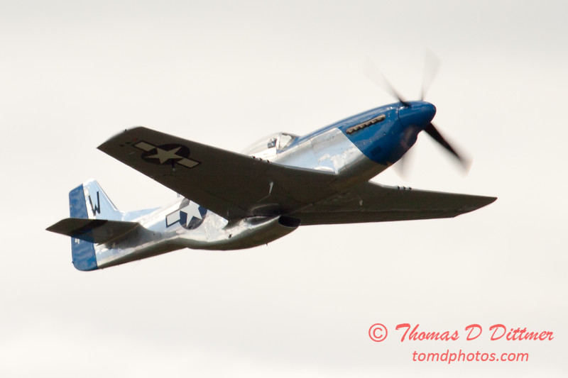 829 - Vlado Lenoch in his P-51 Mustang flies by Wings over Waukegan 2012