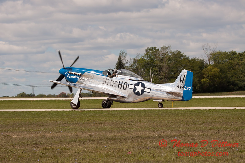 627 - Vlado Lenoch in his P-51 Mustang taxies for departure at Wings over Waukegan 2012