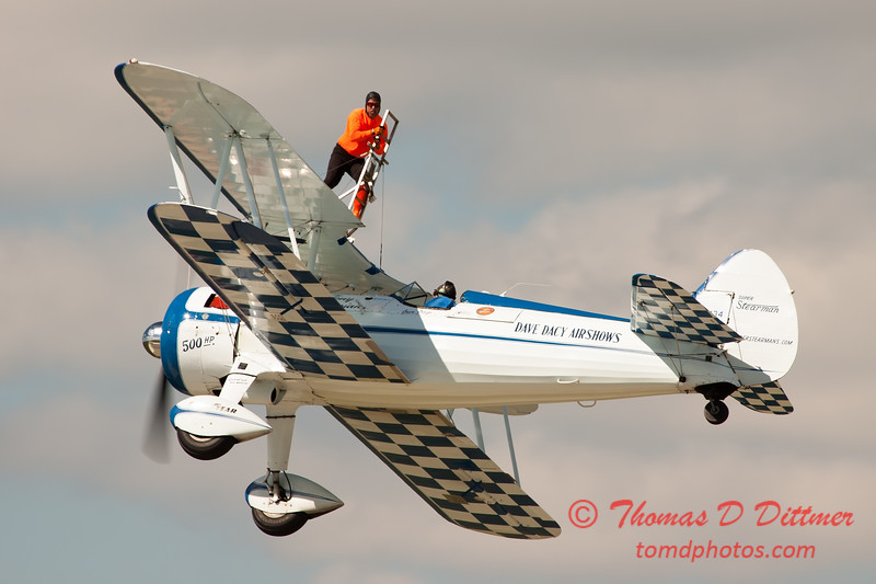 1026 - Wingwalker Tony Kazian and Dave Dacy perform at Wings over Waukegan 2012
