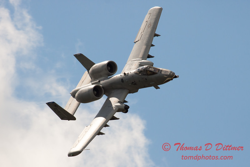 704 - A-10 East performs at Wings over Waukegan 2012