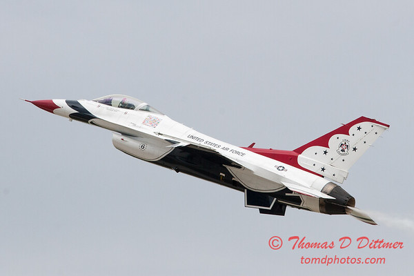 1135 - US Air Force Thunderbirds Sunday performance in F16 Fighting Falcons at the 2012 Rockford Airfest - Chicago Rockford International Airport - Rockford Illinois - Sunday June 3rd 2012