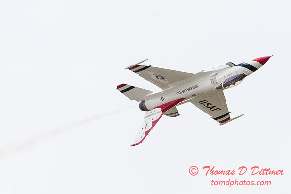 1108 - US Air Force Thunderbirds Sunday performance in F16 Fighting Falcons at the 2012 Rockford Airfest - Chicago Rockford International Airport - Rockford Illinois - Sunday June 3rd 2012