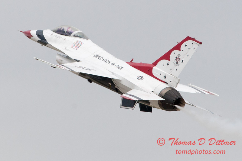 1139 - US Air Force Thunderbirds Sunday performance in F16 Fighting Falcons at the 2012 Rockford Airfest - Chicago Rockford International Airport - Rockford Illinois - Sunday June 3rd 2012