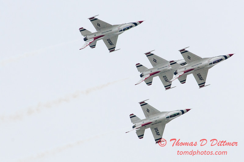 1125 - US Air Force Thunderbirds Sunday performance in F16 Fighting Falcons at the 2012 Rockford Airfest - Chicago Rockford International Airport - Rockford Illinois - Sunday June 3rd 2012