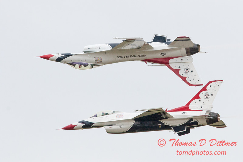 1120 - US Air Force Thunderbirds Sunday performance in F16 Fighting Falcons at the 2012 Rockford Airfest - Chicago Rockford International Airport - Rockford Illinois - Sunday June 3rd 2012
