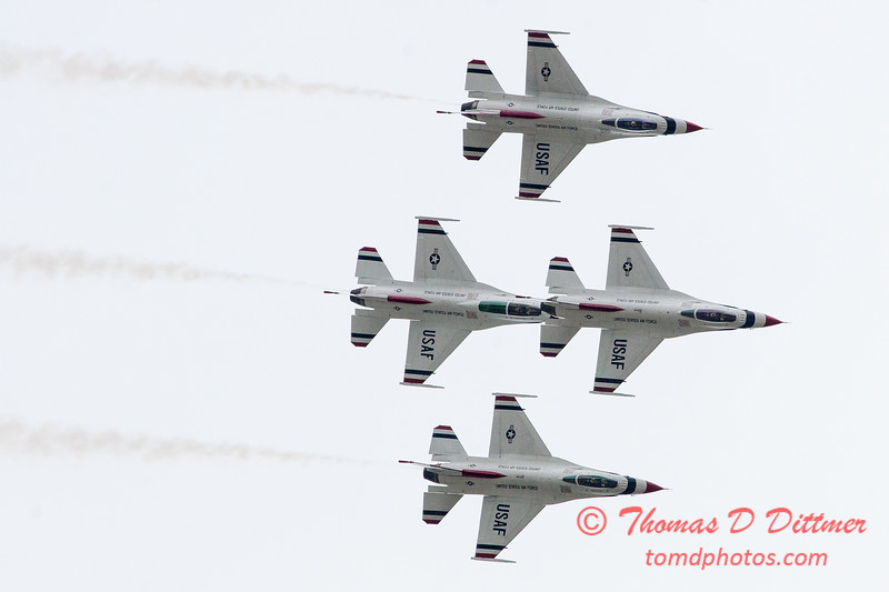 1099 - US Air Force Thunderbirds Sunday performance in F16 Fighting Falcons at the 2012 Rockford Airfest - Chicago Rockford International Airport - Rockford Illinois - Sunday June 3rd 2012