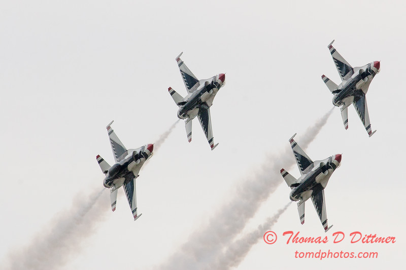 1077 - US Air Force Thunderbirds Sunday performance in F16 Fighting Falcons at the 2012 Rockford Airfest - Chicago Rockford International Airport - Rockford Illinois - Sunday June 3rd 2012