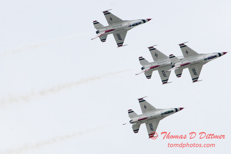 1127 - US Air Force Thunderbirds Sunday performance in F16 Fighting Falcons at the 2012 Rockford Airfest - Chicago Rockford International Airport - Rockford Illinois - Sunday June 3rd 2012