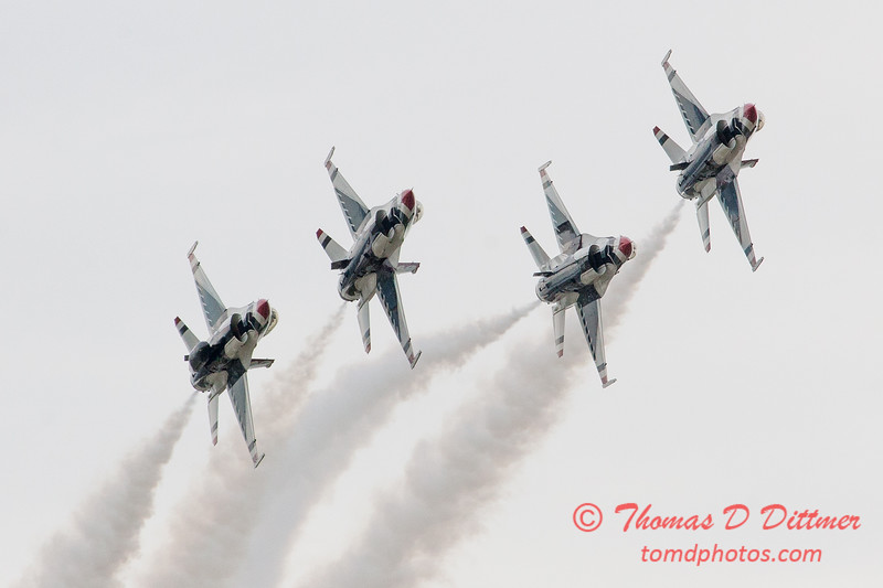 1076 - US Air Force Thunderbirds Sunday performance in F16 Fighting Falcons at the 2012 Rockford Airfest - Chicago Rockford International Airport - Rockford Illinois - Sunday June 3rd 2012
