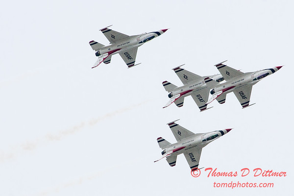 1124 - US Air Force Thunderbirds Sunday performance in F16 Fighting Falcons at the 2012 Rockford Airfest - Chicago Rockford International Airport - Rockford Illinois - Sunday June 3rd 2012